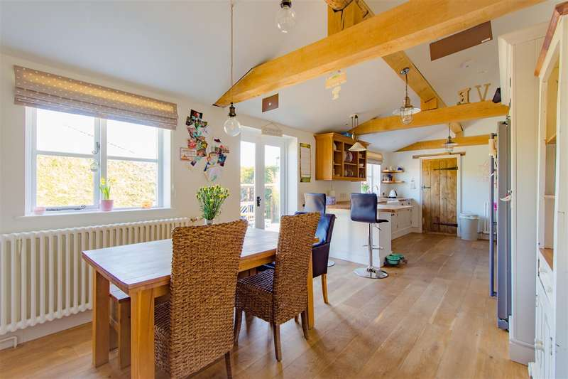 4 Bedrooms Semi Detached House for sale in Lydiard Tregoze, West Swindon