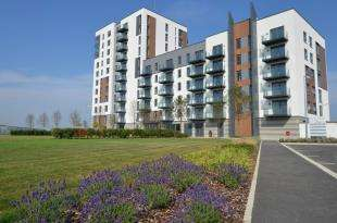 3 Bedrooms Flat for sale in Marina Heights, Pearl Lane, Gillingham, Kent