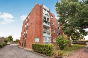 2 Bedrooms Flat for sale in Laurier Court, Northcourt Road, Worthing, West Sussex