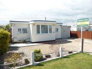 3 Bedrooms Bungalow for sale in Links Crescent, St. Marys Bay, Romney Marsh, Kent