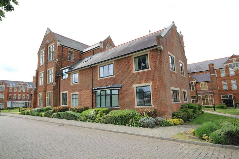 3 Bedrooms Flat for sale in Windsor House, Royal Connaught Park, Bushey, WD23.