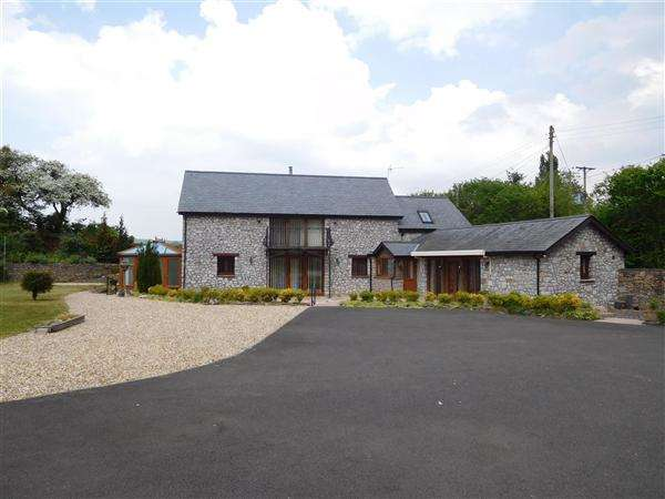 3 Bedrooms Barn Conversion Character Property for sale in Swallow Barn, Caerwent