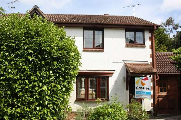 4 Bedrooms Semi Detached House for sale in St Peters Gardens, Wrecclesham, Farnham, Surrey