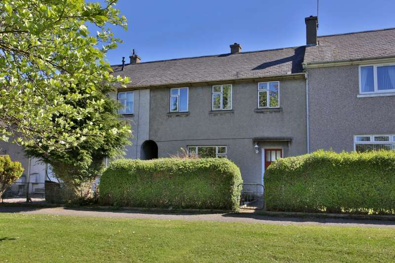 3 Bedrooms Terraced House for sale in Mastrick Drive, Aberdeen, AB16 6UA