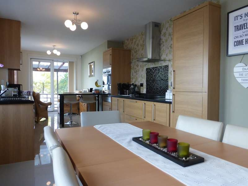 2 Bedrooms Detached Bungalow for sale in Greenway Road, St. Mellons, Cardiff