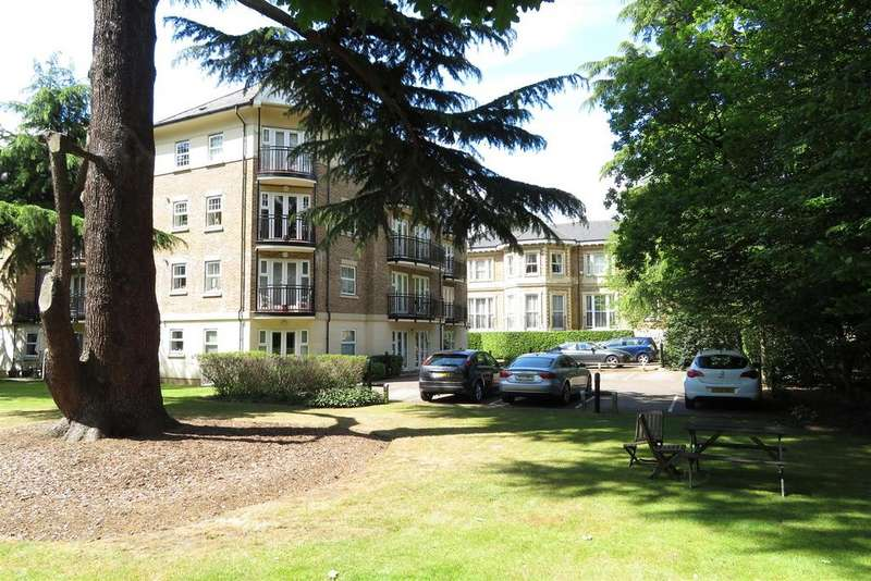 2 Bedrooms Apartment Flat for sale in Carmelite Drive, Reading