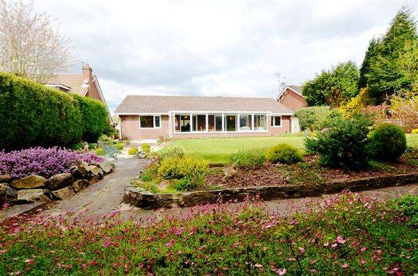 3 Bedrooms Detached Bungalow for sale in Guernsey Drive, Seabridge, Newcastle