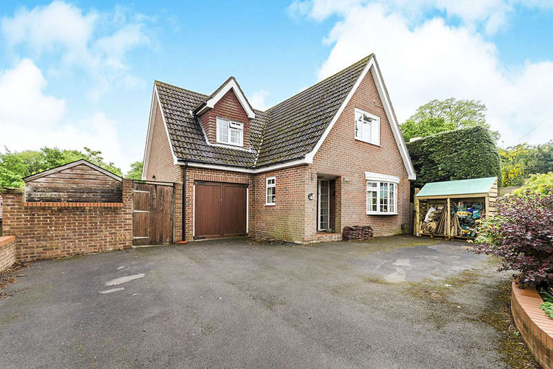 4 Bedrooms Detached House for sale in Dimond Hill, Southampton, SO18