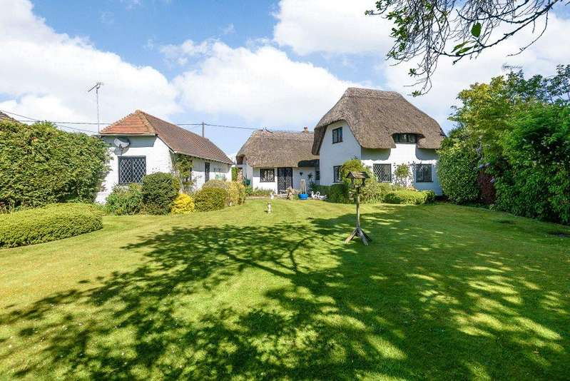 4 Bedrooms Detached House for sale in Dogmersfield, Hook, RG27