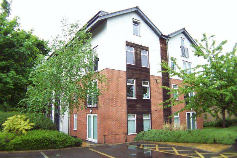 2 Bedrooms Ground Flat for sale in Station Approach, Leeds