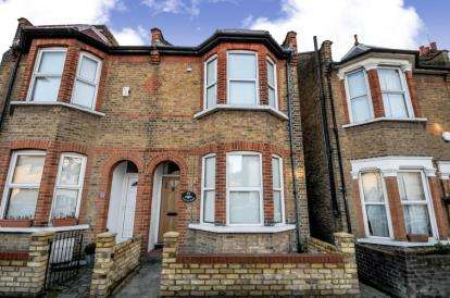 3 Bedrooms Terraced House for sale in Acacia Road, Beckenham