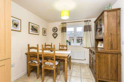 3 Bedrooms Detached House for sale in Sapphire Way, Brockworth, Gloucester, Gloucestershire