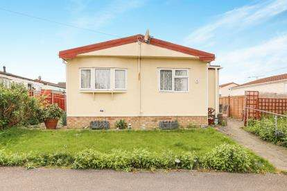 2 Bedrooms Mobile Home for sale in Fosman Close, Hitchin, Hertfordshire