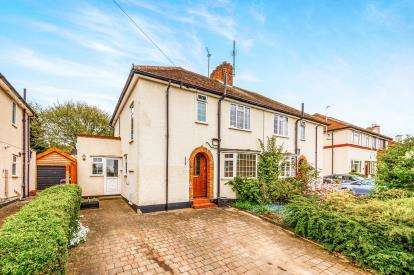3 Bedrooms Semi Detached House for sale in Redhoods Way East, Letchworth Garden City, Hertfordshire, England