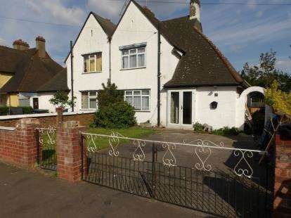 3 Bedrooms Semi Detached House for sale in Dunholme Road, London