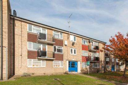 2 Bedrooms Flat for sale in Clarence Road, Enfield