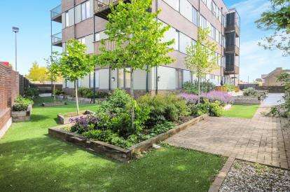 2 Bedrooms Flat for sale in Wenlock House, 33 Eaton Road, Enfield
