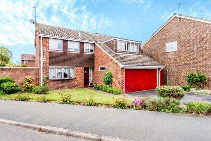 4 Bedrooms Detached House for sale in Manor Drive, Stewkley, Leighton Buzzard, Bedfordshire
