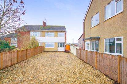 3 Bedrooms Semi Detached House for sale in Sundridge Park, Yate, Bristol, Gloucestershire