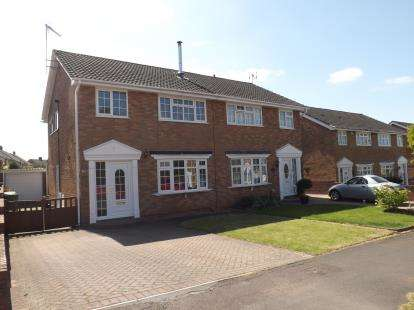 3 Bedrooms Semi Detached House for sale in Dorset Way, Yate, Bristol, Gloucestershire