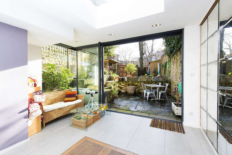 4 Bedrooms Semi Detached House for sale in Canonbury Park North, N1 2JT