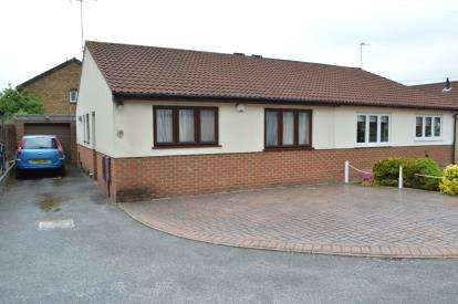 2 Bedrooms Bungalow for sale in Muscliff, Bournemouth, Dorset