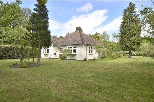 2 Bedrooms Detached Bungalow for sale in Smallfield, RH6