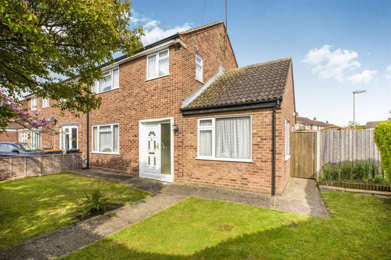 3 Bedrooms Semi Detached House for sale in Aspen Avenue, Bedford, MK41