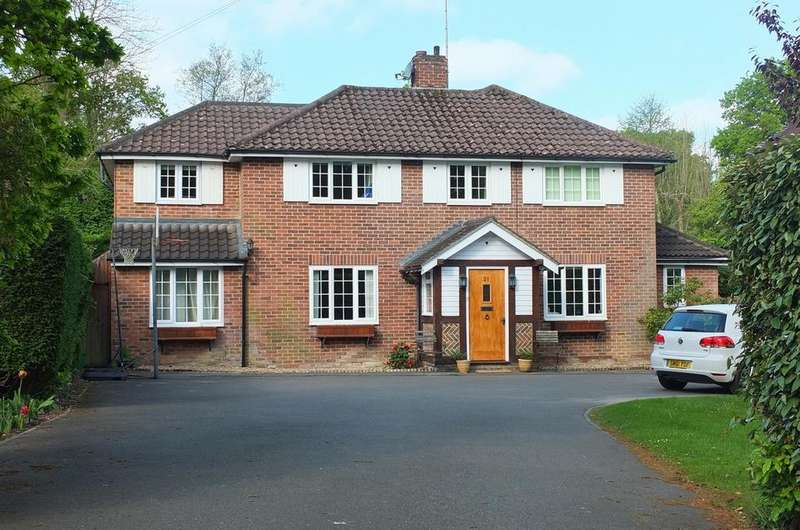 5 Bedrooms House for sale in Lucastes Avenue, Haywards Heath, RH16