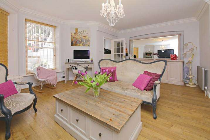 2 Bedrooms Ground Flat for sale in Hillside Gardens, N6
