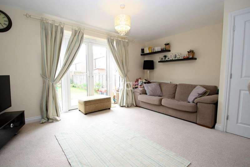 3 Bedrooms Semi Detached House for sale in Saxon Way, Great Denham