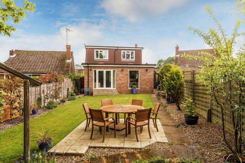 4 Bedrooms Detached Bungalow for sale in Boxgrove