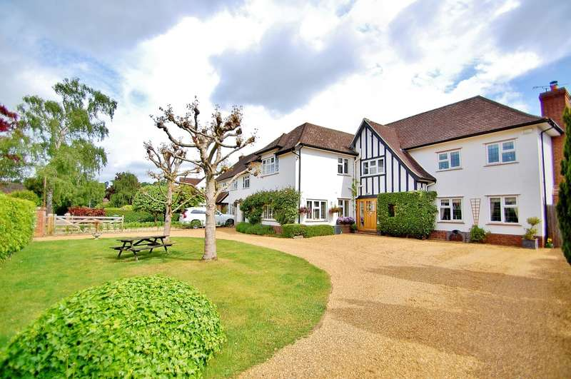 5 Bedrooms Detached House for sale in Dukes Wood Avenue, Gerrards Cross, SL9