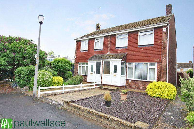 3 Bedrooms Semi Detached House for sale in Stoneleigh Drive, Hoddesdon