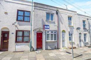 2 Bedrooms Terraced House for sale in Saxton Street, Gillingham, Kent, .