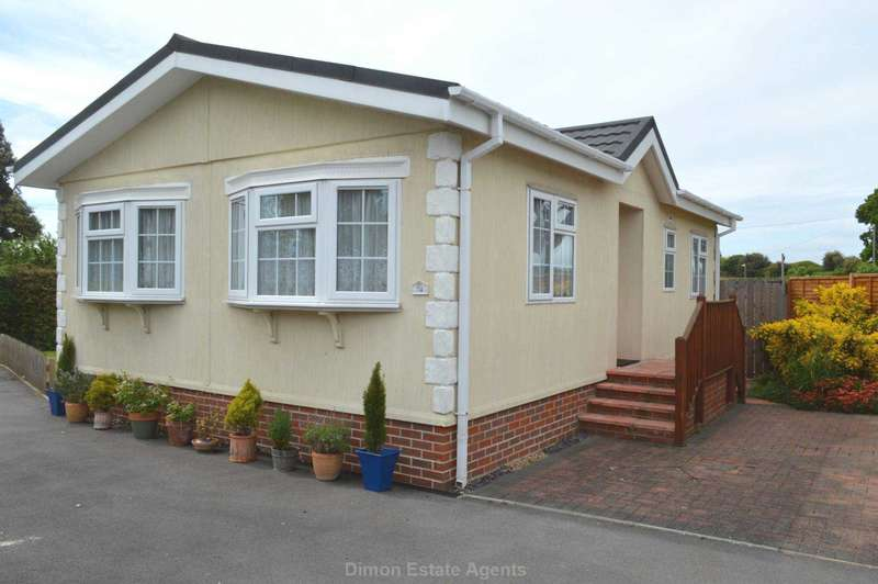 2 Bedrooms Mobile Home for sale in Stokes Bay Home Park, Alverstoke