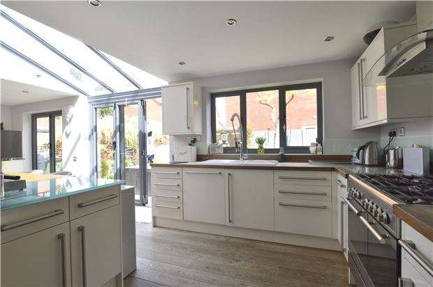 3 Bedrooms Detached House for sale in Walton Cardiff, TEWKESBURY, Gloucestershire, GL20 7RD