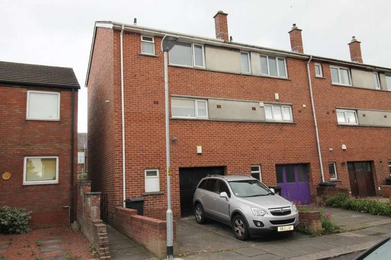 2 Bedrooms Town House for sale in Red Bank Square, Carlisle
