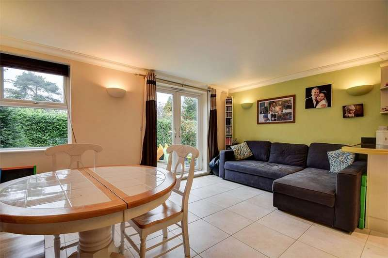 2 Bedrooms Flat for sale in Courts Hill Road, HASLEMERE