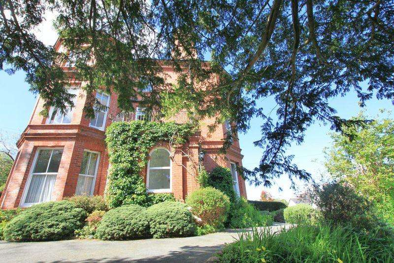 6 Bedrooms Semi Detached House for sale in Siliwen Road, Bangor