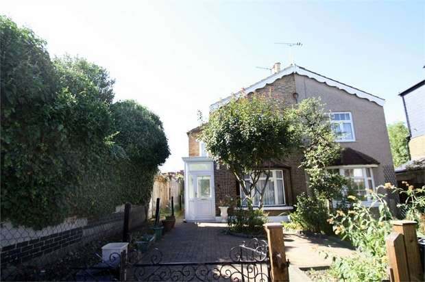 2 Bedrooms Semi Detached House for sale in Halstead Road, Wanstead, London