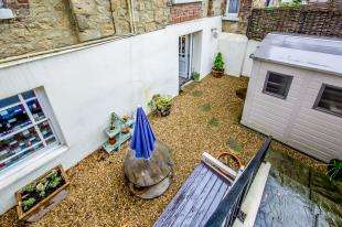 1 Bedroom Maisonette Flat for sale in London Road, Redhill, Surrey