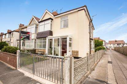 4 Bedrooms Semi Detached House for sale in Ellerbeck Road, Thornton-Cleveleys, FY5