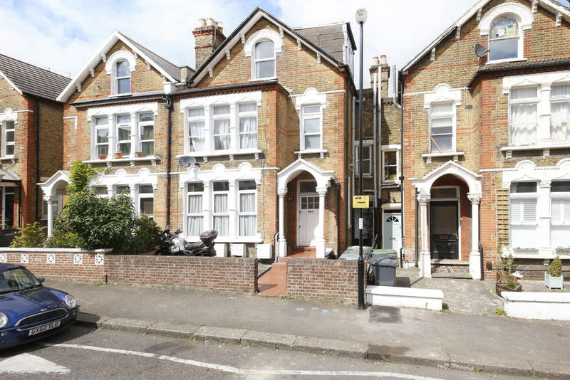 1 Bedroom Flat for sale in Halesworth Road, Lewisham/Brockley, SE13
