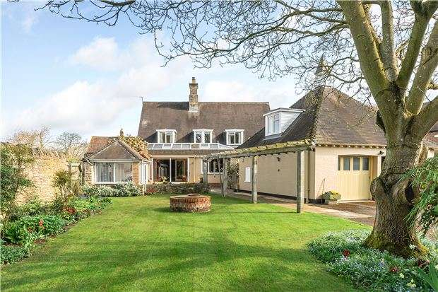 5 Bedrooms Detached House for sale in Corner Cottage, Lower Lane, Kinsham, TEWKESBURY, Gloucestershire, GL20 8HT