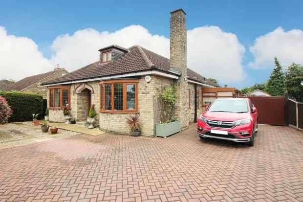 4 Bedrooms Detached Bungalow for sale in Crookesbroom Lane, Doncaster, South Yorkshire, DN7 6JJ