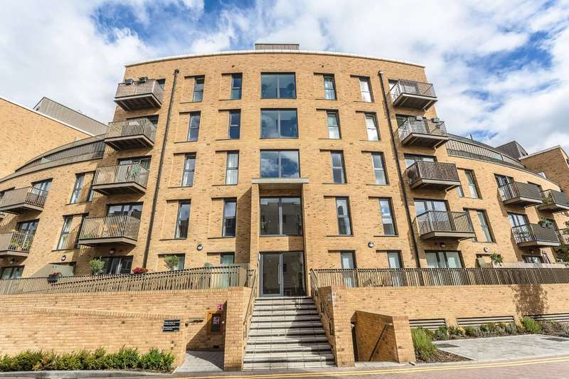 2 Bedrooms Apartment Flat for sale in New South Quarter, Croydon