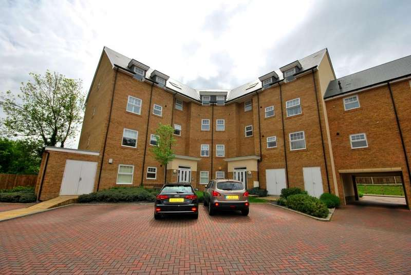 2 Bedrooms Flat for sale in Wells View Drive Bromley BR2