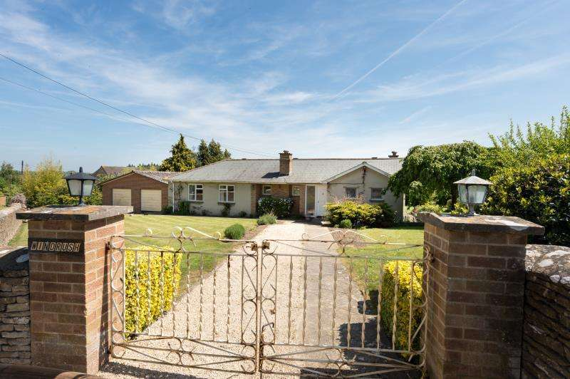 3 Bedrooms Detached Bungalow for sale in Windrush, The Green, East End, Witney, Oxfordshire