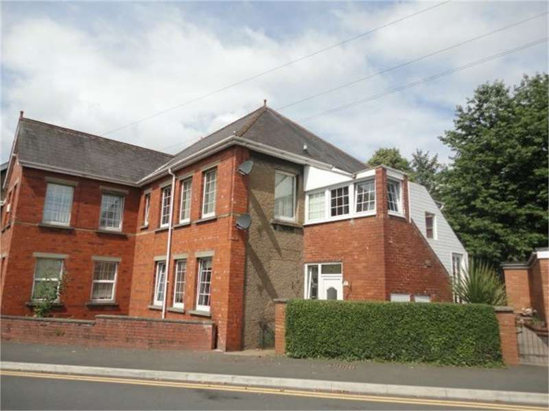2 Bedrooms Flat for sale in Park Crescent, Abergavenny, NP7